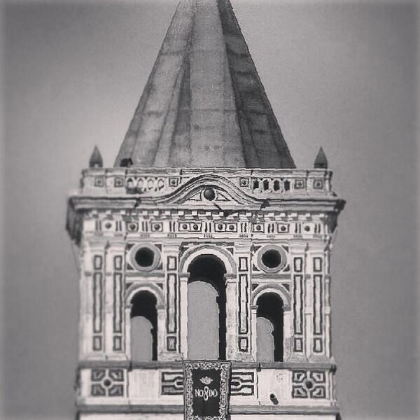 Torre del Monasterio San Jerónimo de Buenavista engalanada para la ocasión--Foto Ángel Rodríguez.