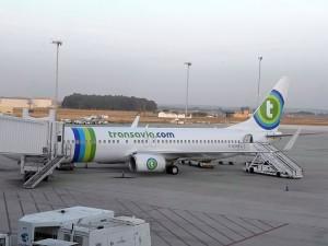 Avión de Transavia estacionado en Aeropuerto de Sevilla