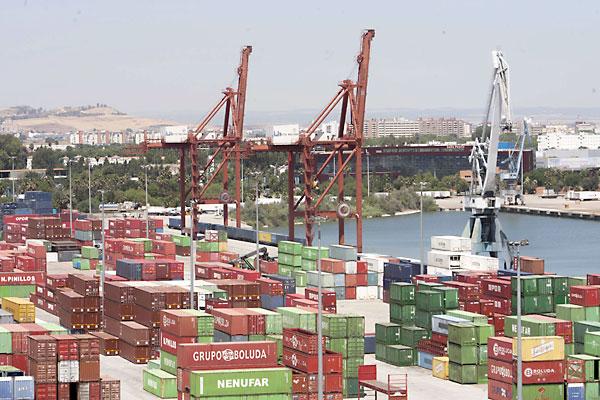 Terminal de contenedores del Puerto de Sevilla, principal beneficiada por el dragado