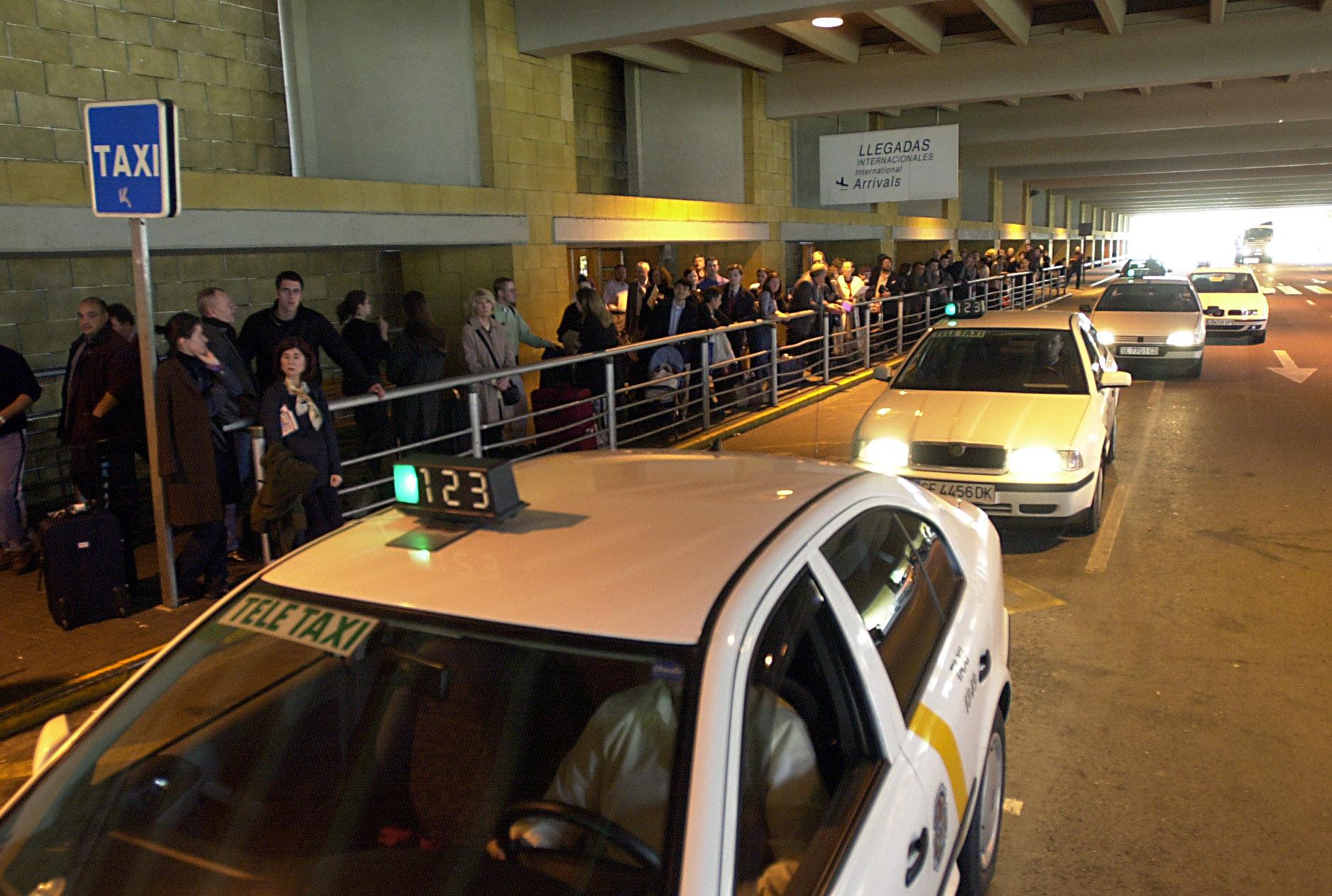 Parada de taxis en el Aeropuerto de Sevilla