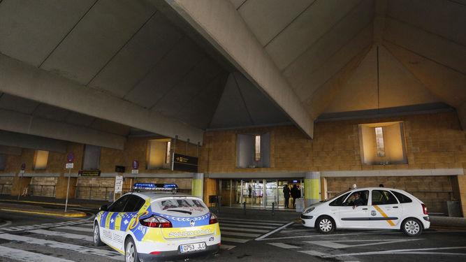 Policía en el Aeropuerto de Sevilla
