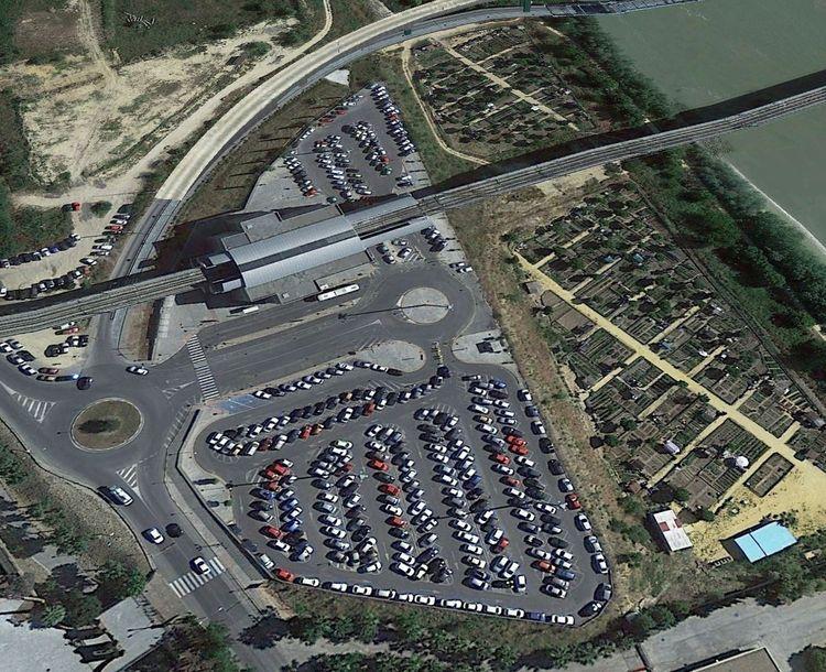 Estación San Juan Bajo y aparcamiento disuasorio (foto: revista Vía Libre)