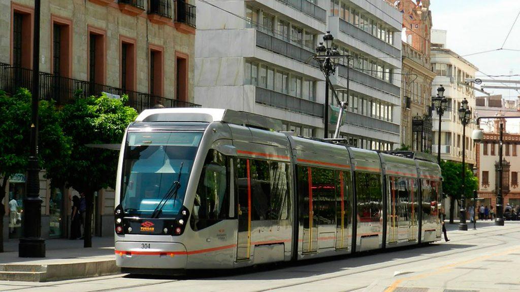 Tranvía por Avenida de la Constitución (Foto: sevillaactualidad)